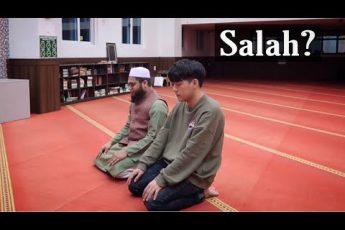 Daud Kim Learns How to Perform Prayer